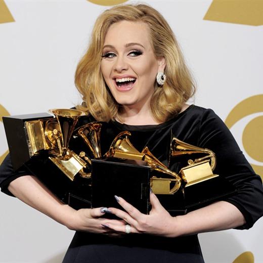 ¡La máxima ganadora del Gramy! Adele.