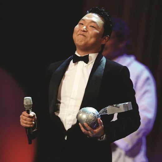 El coreano Psy y su video sensación Gangnam Style, derrotaron a Rihanna, Katy Perry y Lady Gaga en la entrega de los European Music Awards 2012.
