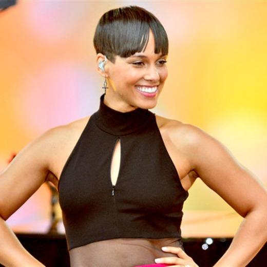 Alicia Keys debuta con el cabello muy corto