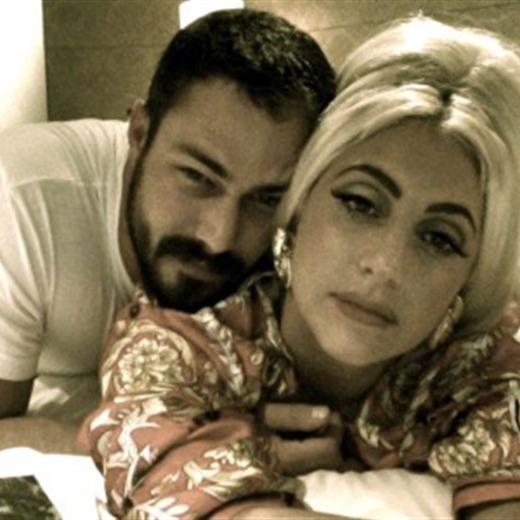 Lady Gaga es sumisa con su novio