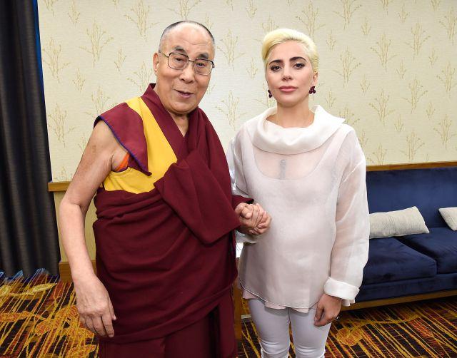 La reunión de Lady Gaga con el Dalai Lama fue un caos