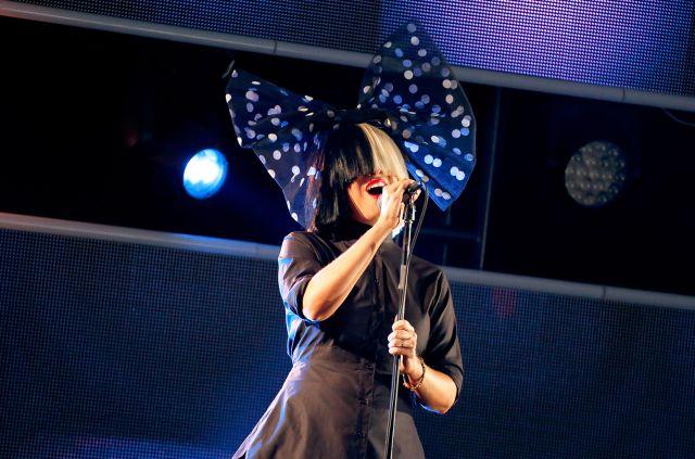 Sia hace una versión de 'Blackbird' de The Beatles