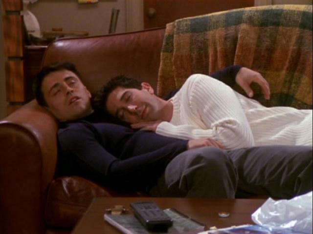 Debate: ¿Dormirías con un compa en la misma cama (por necesidad)?