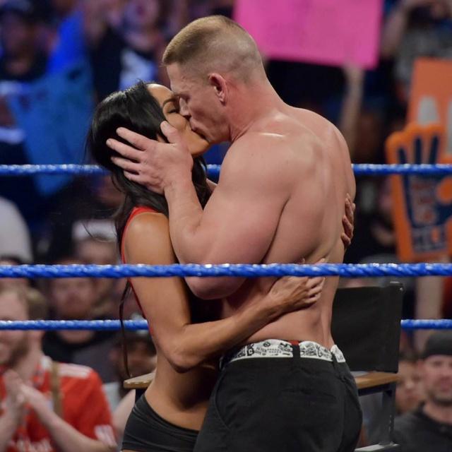 ¡Esto es amor! John Cena propone matrimonio en medio ring