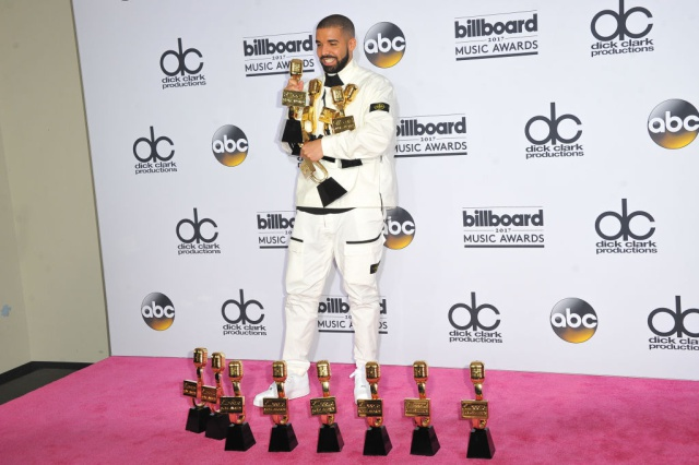 Drake arrasa en los Billboard 2017 con 13 premios