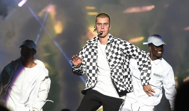 A Justin Bieber se le olvidó la letra de 'Despacito'... ¡en pleno concierto!