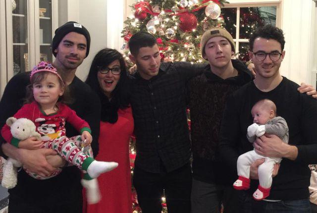 El cáncer sacude a la familia de los Jonas Brothers