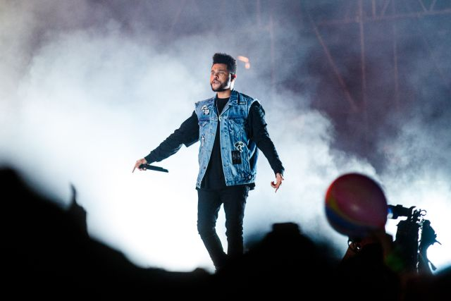 The Weeknd en medio de un triángulo amoroso