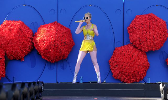 Katy Perry enseña de más en un spa
