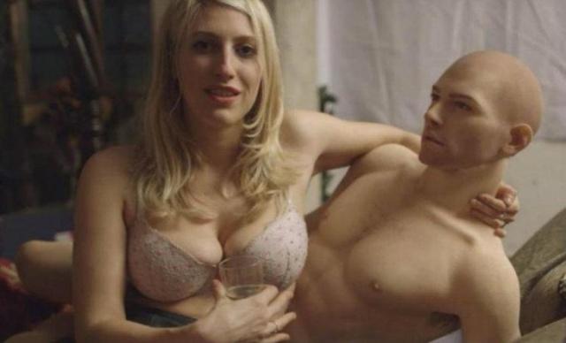 Mujeres optan por muñecos sexuales de silicona para recibir placer