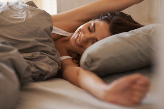 Estudio demuestra que mujeres necesitan dormir más que hombres