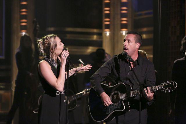 Miley Cyrus y Adam Sandler dedicaron tema de Dido