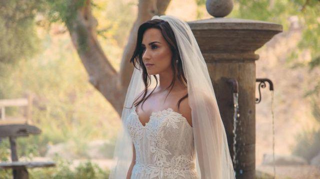 Dejaron a Demi Lovato plantada en el altar