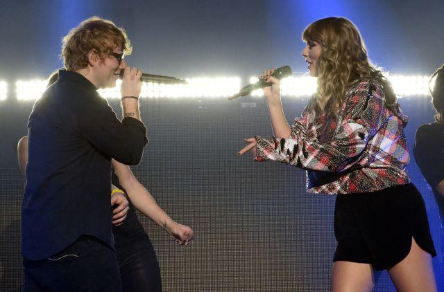 ¡Impresionante! Taylor Swift cantó junto a Ed Sheeran