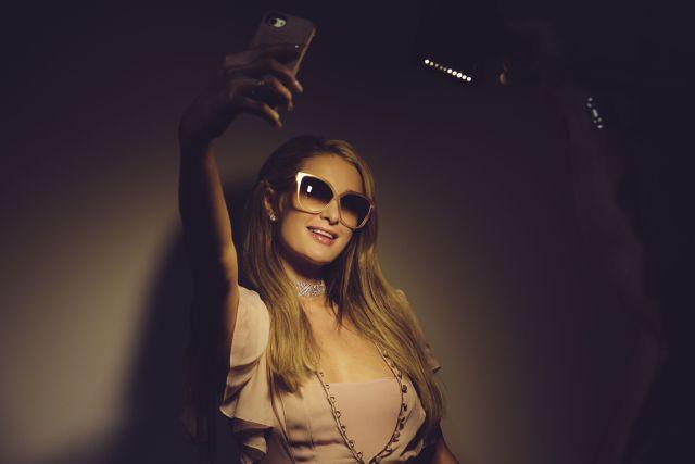 ¿Te acordás de Paris Hilton? ¡Regresó con un club nocturno en su casa!