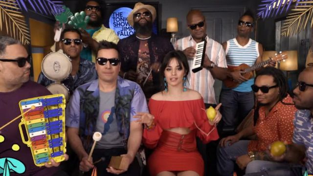 Jimmy Fallon y Camila Cabello hicieron de las suyas con instrumentos de juguete