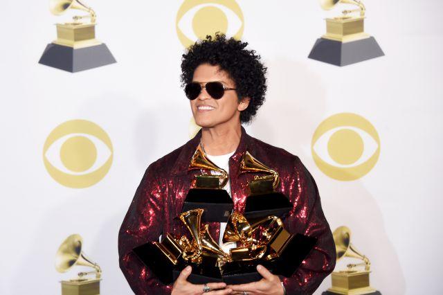 Bruno Mars arrasó en los Grammy