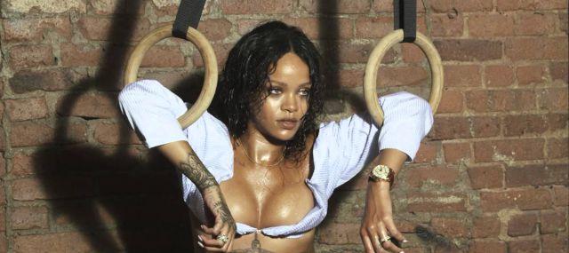 Rihanna posa en sexy lencería