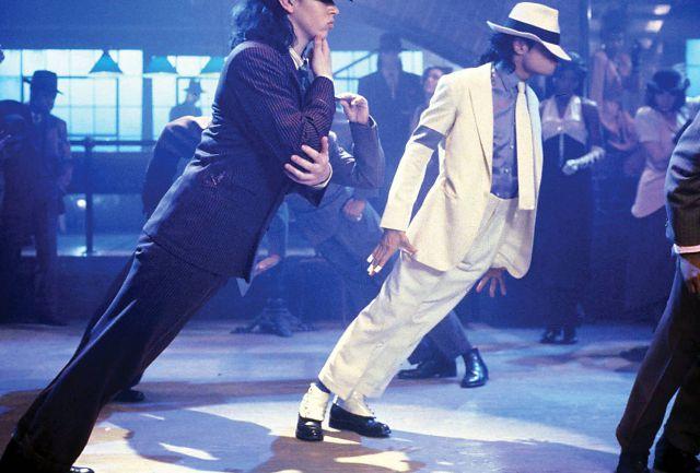 Este era el secreto de Michael Jackson para poder inclinarse 45º sobre el escenario sin caerse al piso