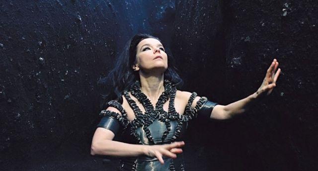 Björk se presenta en la televisión por primera vez en ocho años