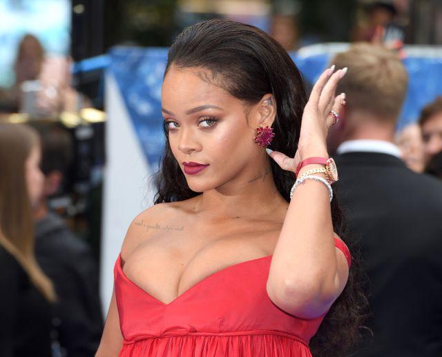 Rihanna estrena exitosa línea de juguetes sexuales