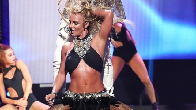 Britney Spears sube historia bailando