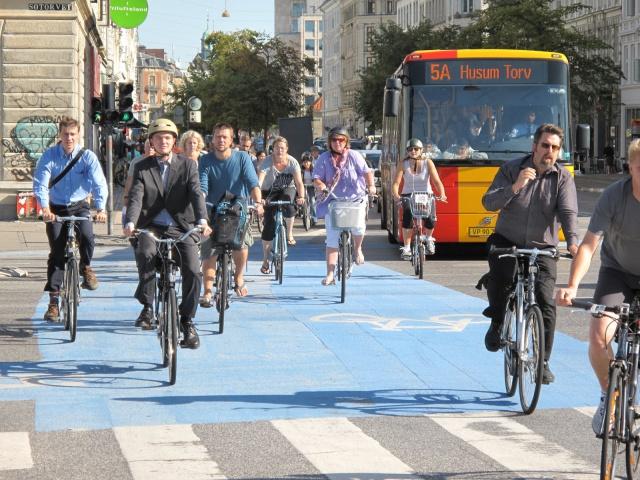 Esta ciudad te regala cerveza y helado si andas en bicicleta en vez de carro