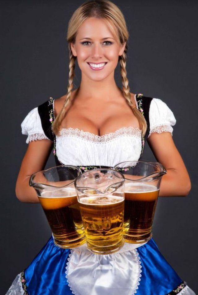 Beber cerveza podría aumentar el tamaño de los pechos