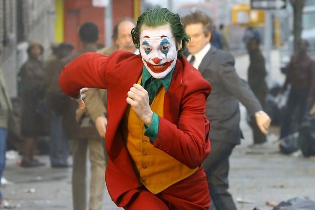 Revelan nuevo video de Joaquin Phoenix escapando de la policía vestido de Joker