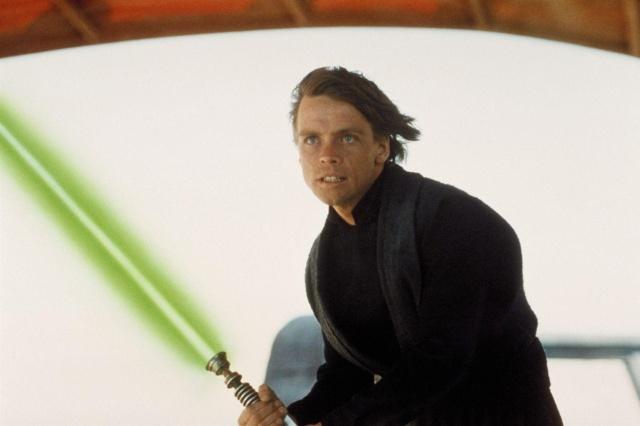 Sable láser de Luke Skywalker será subastado junto a otros objetos de