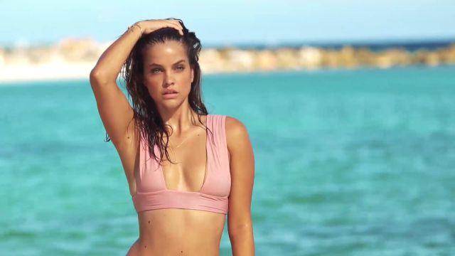 Barbara Palvin de Victoria's Secret está modelando en Costa Rica