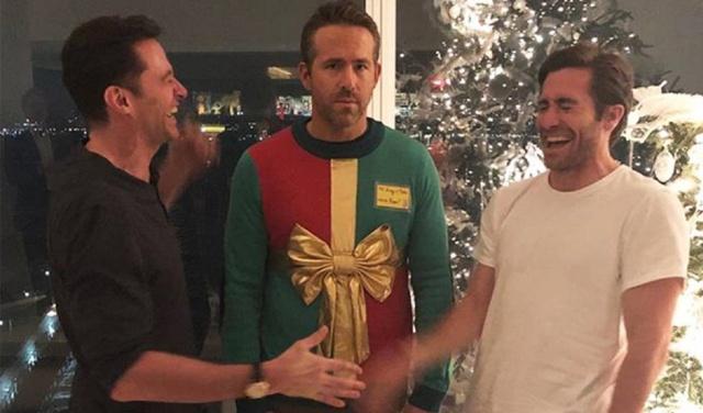 Hugh Jackman y Jake Gyllenhaal le juegan broma navideña a Ryan Reynolds