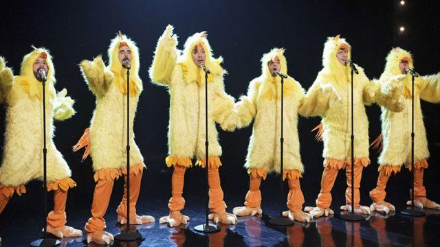 Los Backstreet Boys cantaron 'Everybody' disfrazados de pollos