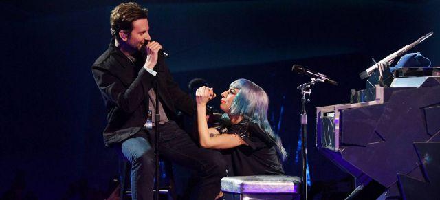 Lady Gaga y Bradley Cooper cantan 'Shallow' en vivo