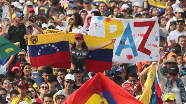 Miles de voces se unen en un grito de libertad en el Venezuela Aid Live