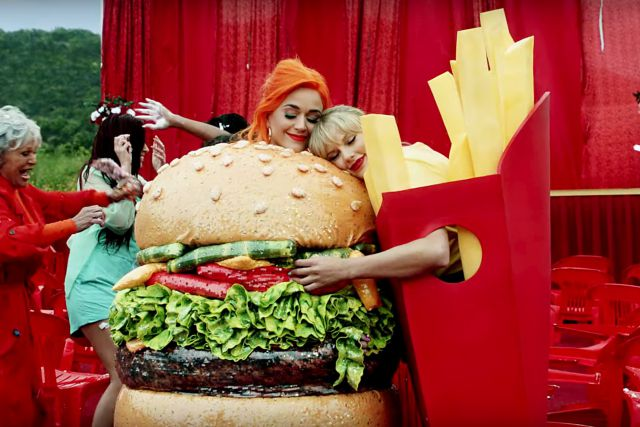 Katy Perry y Taylor Swift se reconciliaron con un plato de galletas