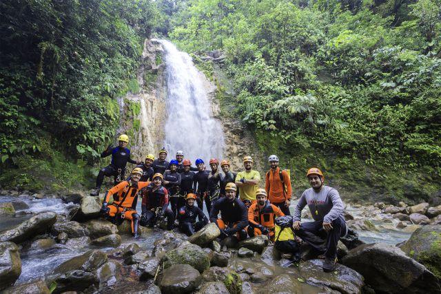 ¿Sabías que existe un grupo de personas que se dedican a descubrir los cañones de Costa Rica?