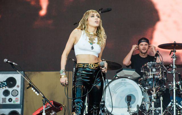Miley Cyrus tocó temas de Metallica y Led Zepellin, ahora sus fans le piden un álbum de rock
