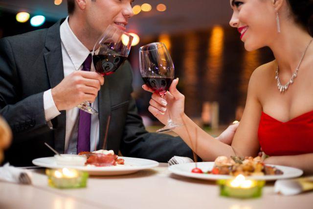 Estudio confirmó que algunas mujeres solo aceptan citas para disfrutar de un buen plato gastronómico