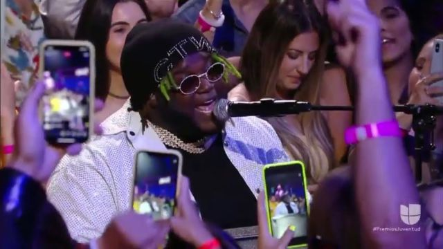 Sech brilló en el escenario de los Premios Juventud 2019