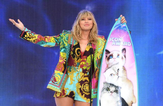 Graban a Taylor Swift bailando borracha antes de los Teen Choice