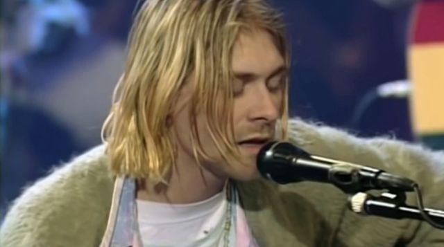 ¡No lo vas a creer! Subastan suéter de lana que usó Kurt Cobain en