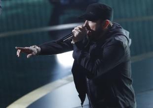 ¿Por qué Eminem apareció cantando en los premios Oscar?