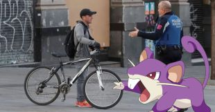 Salió de su casa en cuarentena para atrapar un Pokémon en Italia